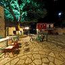 Η πλατεία της Κεραμίτσας το βράδυ