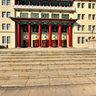 长春地质宫前台阶上