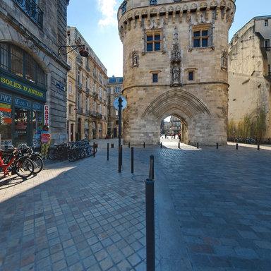 La porte cailhau de bordeaux france for Porte cailhau